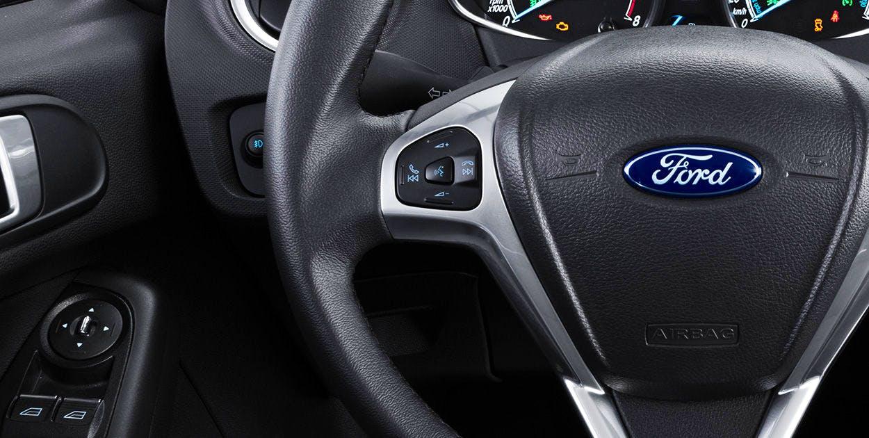 Controles de áudio e telefone no volante