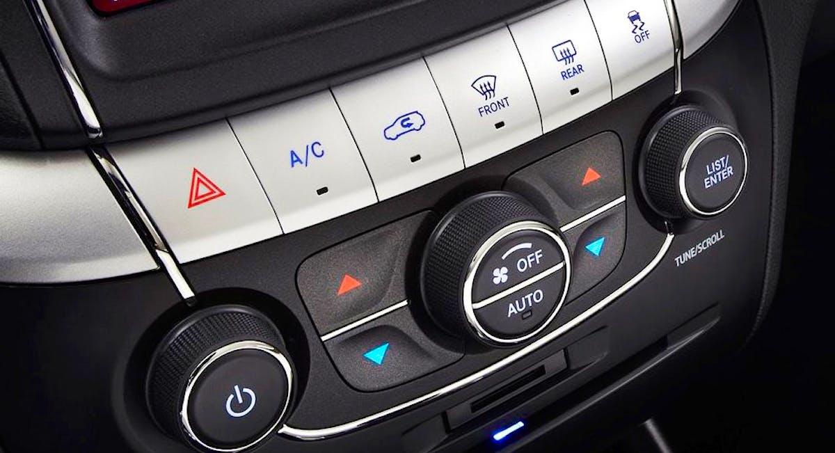 Ar condicionado automático e digital de três quadrantes