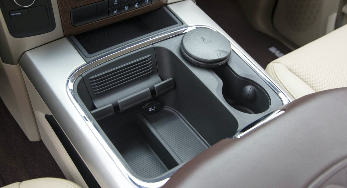 Porta-objetos no console central